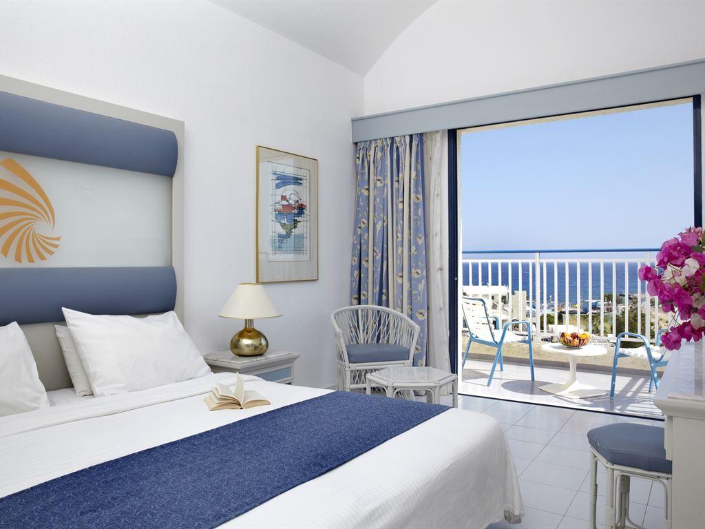 Отличный отель на побережье Крита!