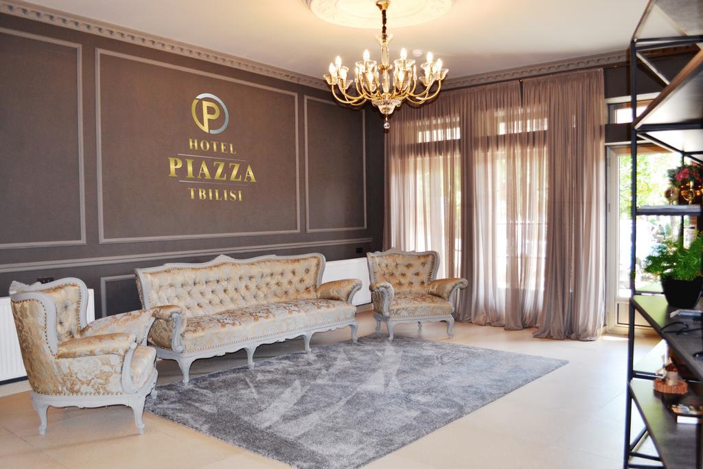 Piazza Hotel