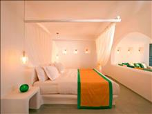 Absolute Bliss Imerovigli Suites: Honeymoon Suite - photo 13